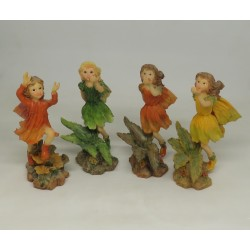 LOT 4 FILLLES 4 SAISONS - FIGURINE FEE